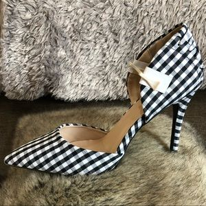 Qupid black and white checkered heel size 7